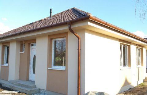 (Ref.:HIC114) Modern, földszinti új építésű 125 m2, 4 szoba + nappalis ECO tégla családi ház Levélen kivitelezőtől eladó