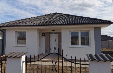 Új építésű 85 m2, 3 szoba + nappalis tégla családi ház