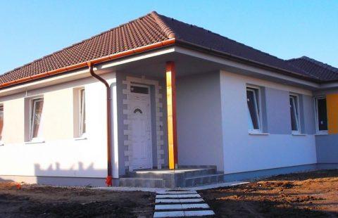 (Ref.:HIC120) Modern, földszinti új építésű 110 m2, 4 szoba + nappalis ECO tégla családi ház Levélen kivitelezőtől eladó