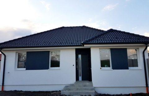 (Ref.:HIC114) Modern, földszinti új építésű 124 m2, 4 szoba + nappalis ECO tégla családi ház